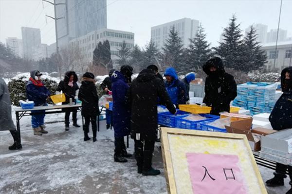 制定目标明方向自我加压勇争先-中鲁食品党员突击队春节前摆摊一周销售过